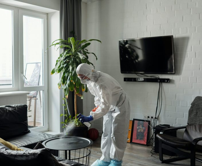 li-contracting-disinfecting-house